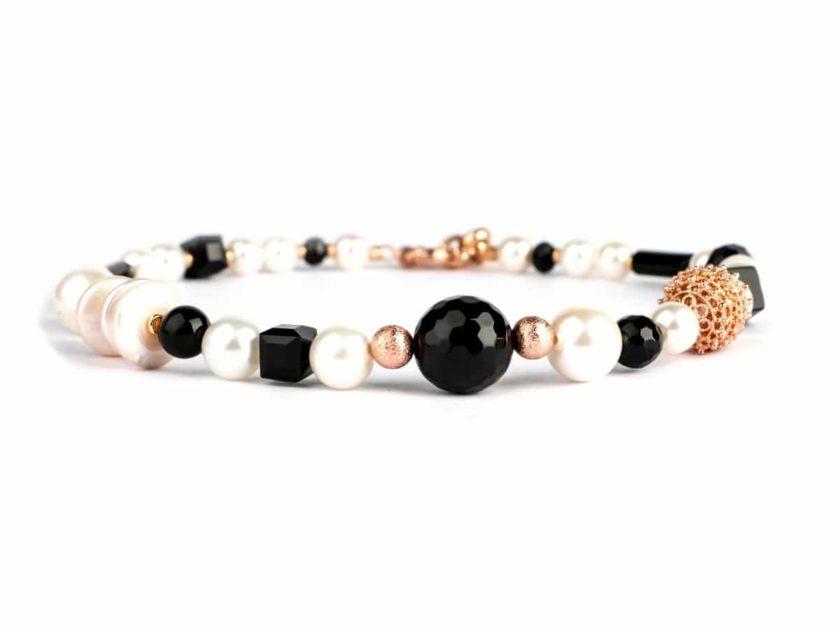 collier-romancia-noir-et-perles-plat, bijouterie en ligne