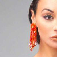 Bijoux défiles femmes tendances couleur orange
