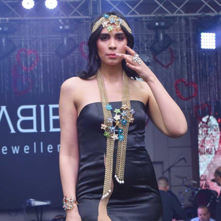 Défilé Mannequin Habiba Bijoux